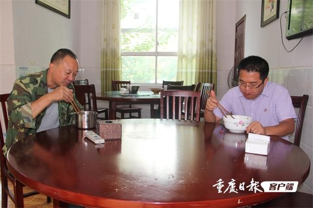 王亚同不打烊的乡镇食堂稿件配图3530614.JPG